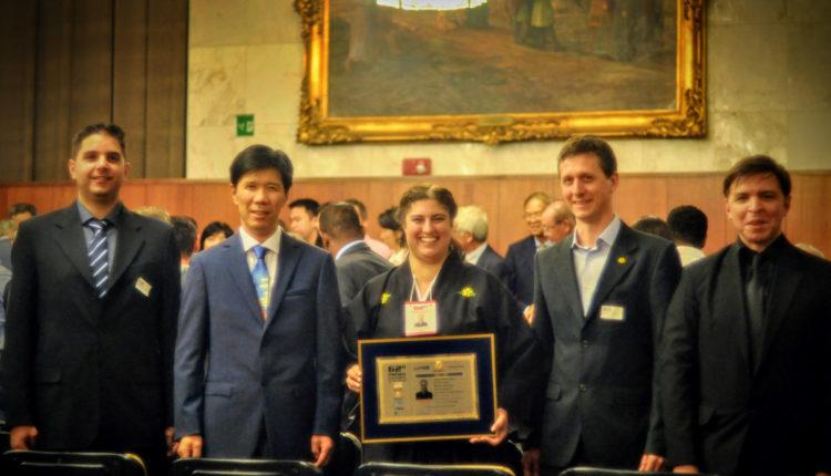 Marina Saieva (kobudô), da Argentina, com Kishikawa e instrutores (Instituto Niten)