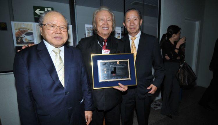 Álvaro Yamakawa com Shimomoto e Valter Sassaki (Fotos: Jiro Mochizuki e Aldo Shiguti)
