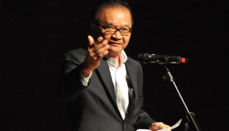 O presidente da Aliança Cultural Brasil-Japão, Yokio Oshiro (Jiro Mochizuki)