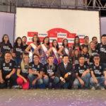 Vencedoras com equipe do concurso (Divulgação)