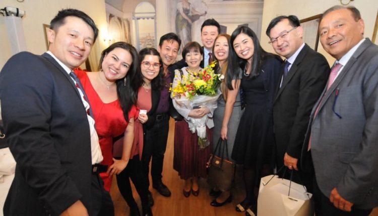 Hitomi Sekiguchi com ex-bolsistas (Jiro Mochizuki)