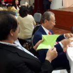 Cônsul Yasushi Noguchi e Kiyoshi Harada seguem instruções da professora Thais Kato (Jiro Mochizuki)