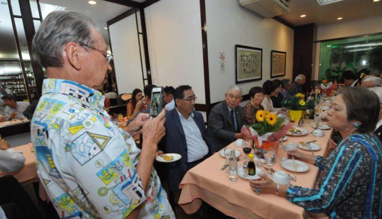 O aniversariante registra os convidados (Jiro Mochizuki)