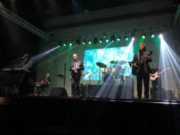 Bee Gees Alive, que em março fez um show beneficente em prol da associação Kodomo-no-Sono (Jiro Mochizuki)