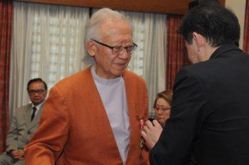 O arquiteto Ruy Ohtake condecorado com a Ordem do Sol Nascente, Raios de Ouro com Roseta (Jiro Mochizuki)