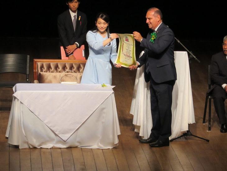 Prefeito entrega título de Hóspede Oficial do Município (Masayuki Fukasawa)
