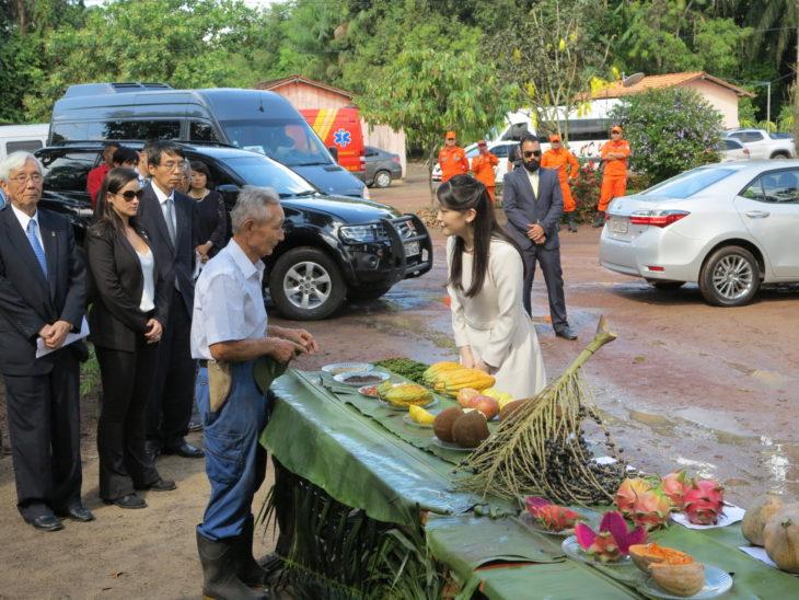 Princesa Mako durante visita à Fazenda do Sr. Mineshita, em Tomé-Açu (Yuzuki Kokubu)