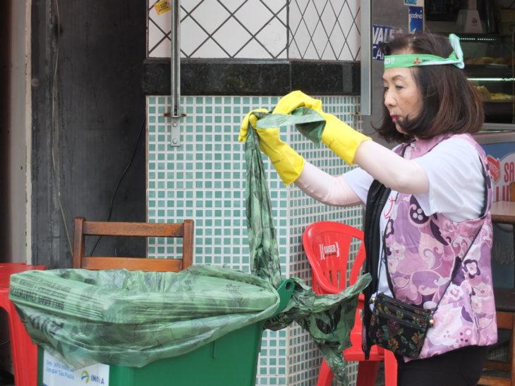 A empresária Chieko Aoki também deu uma mãozinha (Arquivo/Aldo Shiguti)