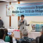 Presidente Takaoka da C-ENG apresentando seu produto ao público