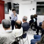 Mariko Nakahira apresentando-se aos associados da Naguisa Luzia Denda entrega homenagem da Naguisa observada por Eelena Kanagae e Clineu Iida Keizo Uehara Clineu Iida e Raul Takaki (Jorge Mori)