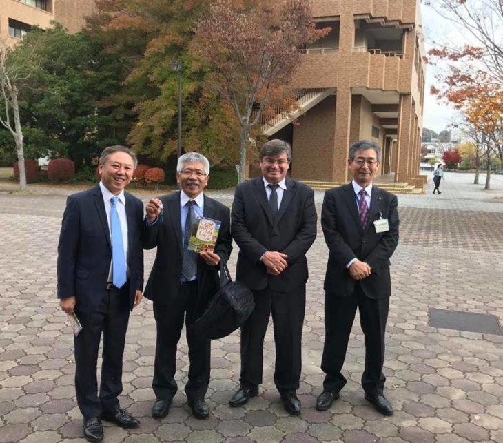 Walter Ihoshi com Keniti Mizuno e o prefeito de Marília, Daniel Alonso (Arquivo pessoal)