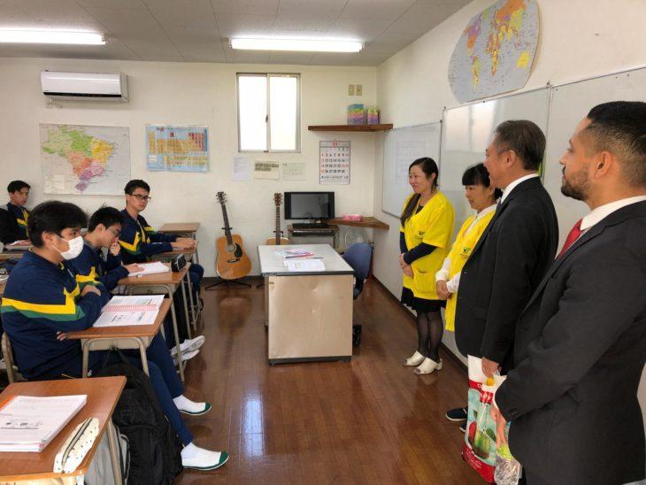 Deputado federal Walter Ihoshi em visita ao Instituto Educacional TS Recreação, em Saitama (Arquivo pessoal)