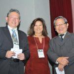Sergio Oda, Dirce Shimomoto e o apresentador Jorge Suzuki (Jiro Mochizuki)