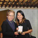 Harumi Goya entrega medalha para Carla Okubo (Jiro Mochizuki)