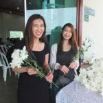 Harumi e Akiko distribuíram sorrisos e flores (Aldo Shiguti)