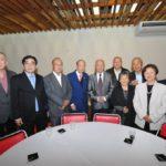 O coordenador Kiyoshi Harada com convidados (Jiro Mochizuki)