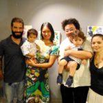 Kenzo Sato e Davi Matsuura com seus pais (Teruko Monteiro)