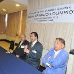 Cônsul discursa ao lado de Hatiro Shimomoto e Raul Takaki (Jiro Mochizuki)