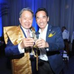 Com o cônsul adjunto Akira Kusunoki (Jiro Mochizuki)