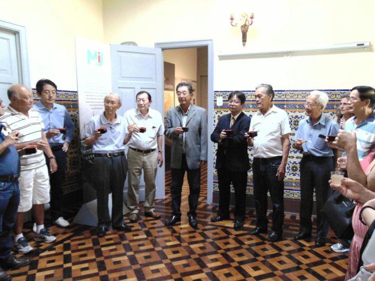 Takashi Mori, presidente da Renmei, conclama brindes (Teruko Okagawa Monteiro)