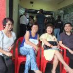 Julia com membros do Instituto NAK (Silvio Sano)