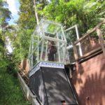 O elevador transportando alguns visitantes para o início da passarela suspensa (Jorge Mori)