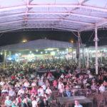 Público à espera do show do grupo Demônios da Garoa (Aldo Shiguti)
