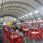 Praça de alimentação no sábado à noite (Aldo Shiguti)