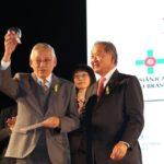 Roberto Nishio, presidente da FKM, com Renato Ishikawa (Jiro Mochizuki)