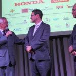 Roberto Yoshihiro Nishio com patrocinadores do evento (Aldo Shiguti)