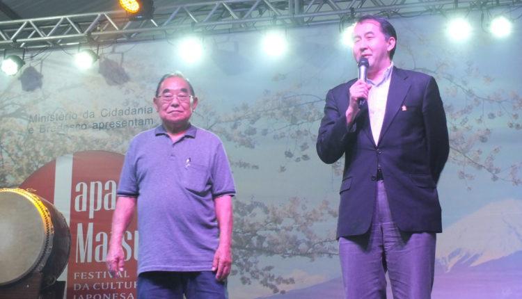 Sussumu Araki e cônsul Yasushi Noguchi (Aldo Shiguti)